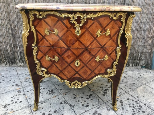 Commode Louis XV estampillée Migeon - Mobilier Style Louis XV