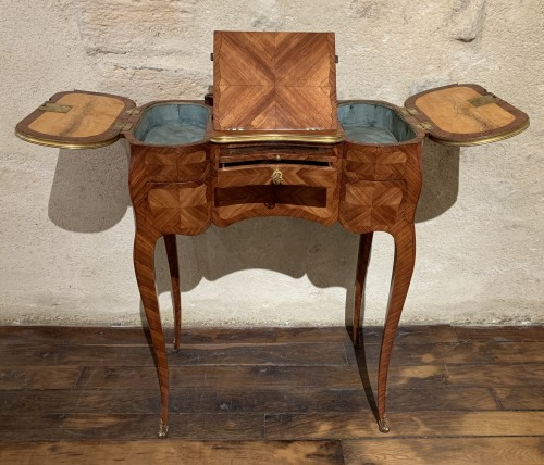 Furniture  - Small table stamped Saunier