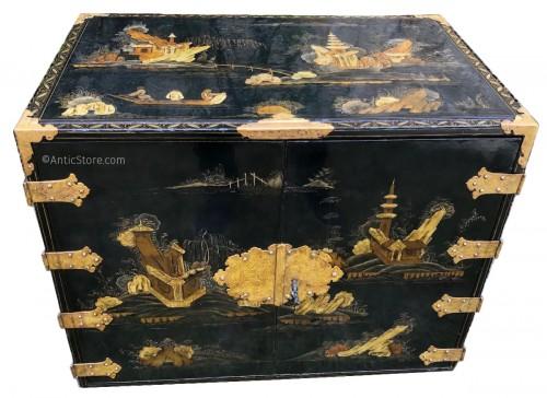 Japanese cabinet 17th century