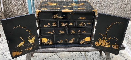 Japanese cabinet 17th century  - Furniture Style