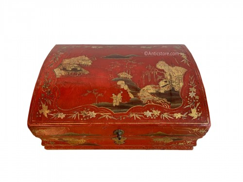 Red lacquer wig box