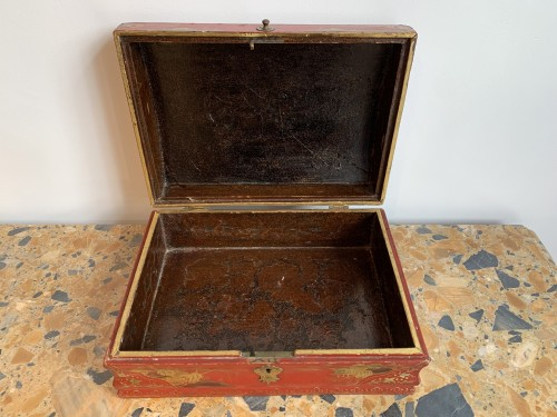 18th century - Red lacquer wig box