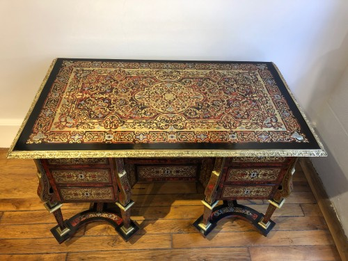 Mazarin desk in Boulle marquetry, Louis XIV period end of the 17th century - Furniture Style Louis XIV