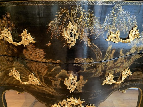 18th century - Louis XV Chevallier lacquer chest of drawers