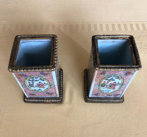 Decorative Objects  - Pair of Kangxi Famille Rose vases