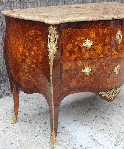 Louis XV commode stamped by Pierre Flechy - Furniture Style Louis XV