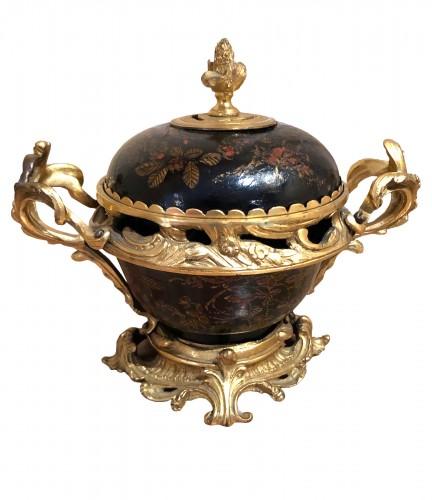 Louis XV Lacquer Pot-pourri