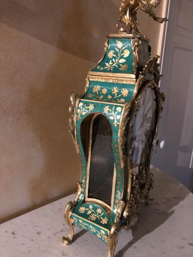 18th century - Louis XV period green horn applique cartel