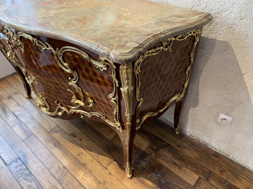 Louis XV - Louis XV commode stamped Pierre Roussel