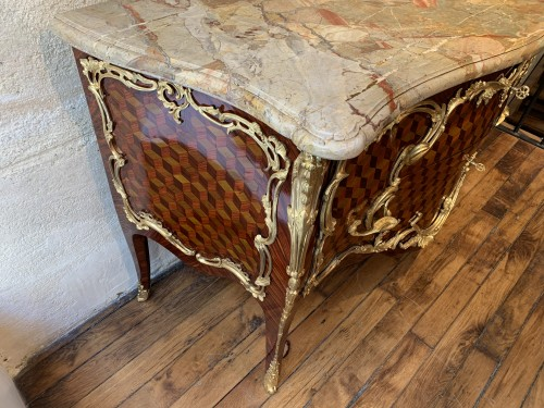 Antiquités - Louis XV commode stamped Pierre Roussel