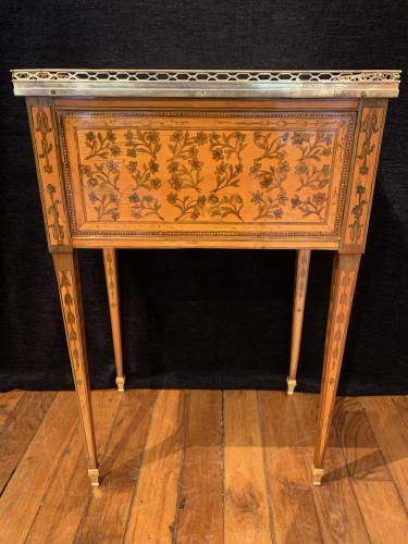 Small table attributed to RVLC, Louis XVI period -