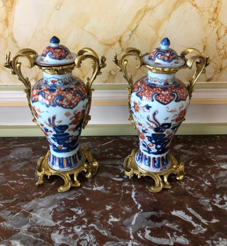 A pair of Imari covered vases - Decorative Objects Style Louis XV