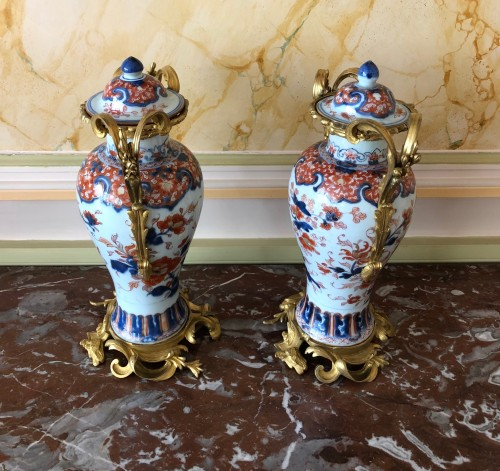 Decorative Objects  - A pair of Imari covered vases