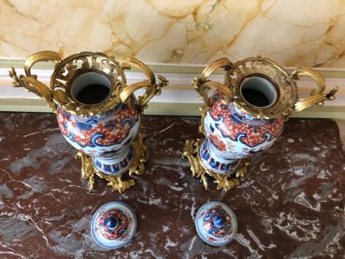 18th century - A pair of Imari covered vases