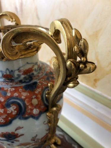 Louis XV - A pair of Imari covered vases