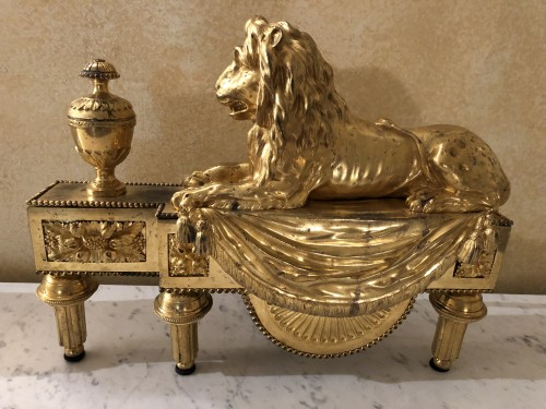 Pair of andirons with lions, Louis XVI period - Decorative Objects Style Louis XVI