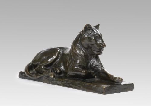 Sculpture  - RICHÉ Louis (1877-1949), Lying lionness