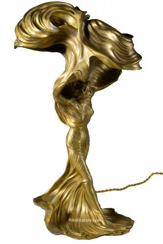 Raoul Larche (1860-1912) - Sculpture of Loïe Fuller forming a gilded bronze lamp.