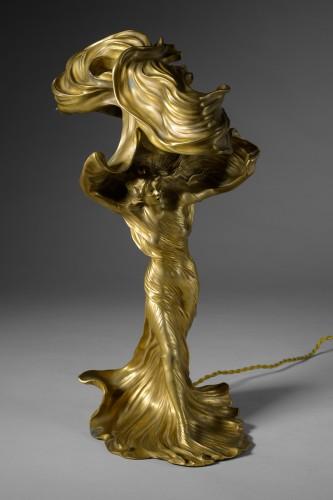 Raoul Larche (1860-1912) - Sculpture of Loïe Fuller forming a gilded bronze lamp. - Sculpture Style Art nouveau