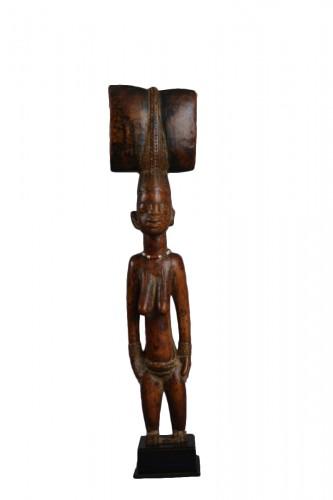 Standing Oshe Shango