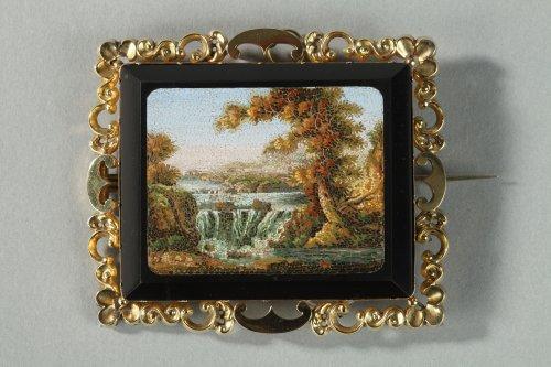 Gold and micromosaic brooch circa 1830