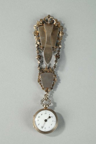 19th century - Silver chatelaine with pearls. 19th century.