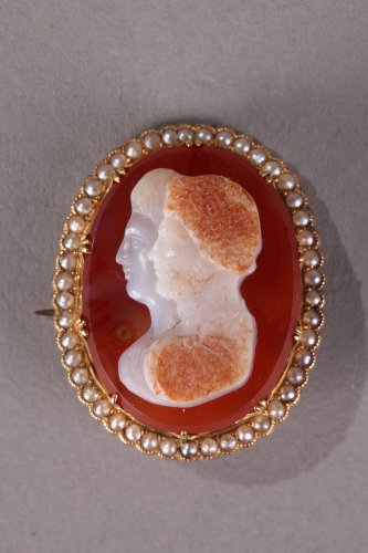 Napoleon III Gold-Mounted Agate Cameo Brooch