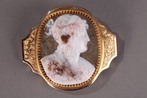 Cameo on agate, gold mounting, early 19th century.