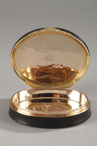 Objects of Vertu  - Hidden compartment snuff box tortoiseshell, gold and erotic miniature.