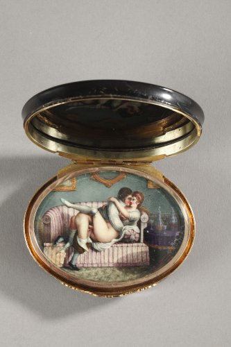 Hidden compartment snuff box tortoiseshell, gold and erotic miniature. - Restauration - Charles X