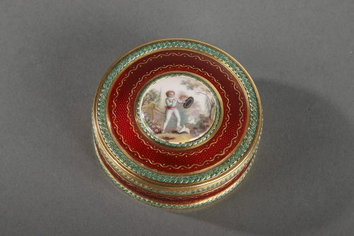 Round bonbonniere in gold and enamel. Louis XVI period