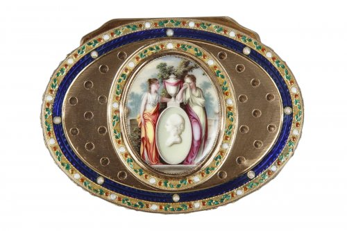 Gold and enamel snuff box. Late18th century.