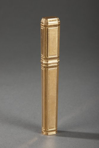 Gold needle case. Late 18th century