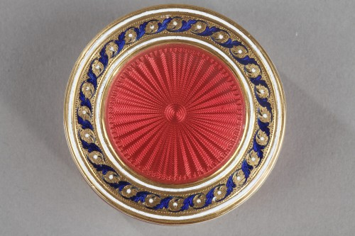 Objects of Vertu  - A gold and enamel candy box. Late18th century