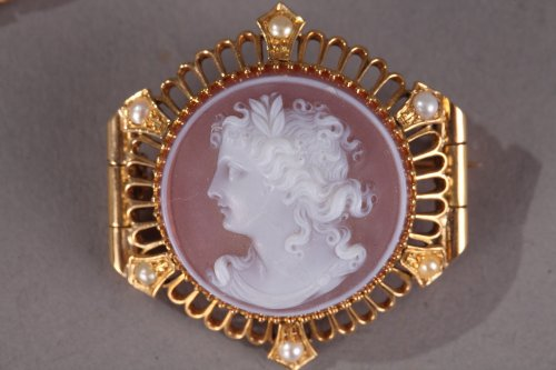 Pink Agate Demi-Parure with Gold and Pearls. Late 19th Century.  - Antique Jewellery Style