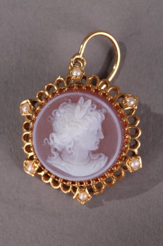 Antique Jewellery  - Pink Agate Demi-Parure with Gold and Pearls. Late 19th Century.