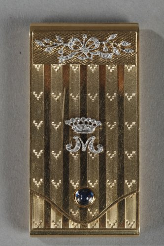 Gold Case with Diamonds and Sapphire.  Early 20th Century.  - Antique Jewellery Style