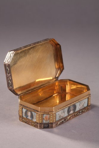 Antiquités - Gold Box with Revolutionary theme, 19th Century