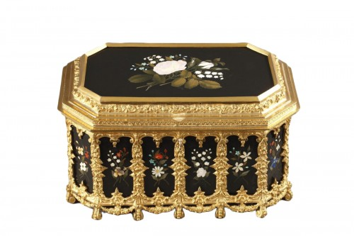 Pietra dura and gilt bronze box. Mid-19th century.