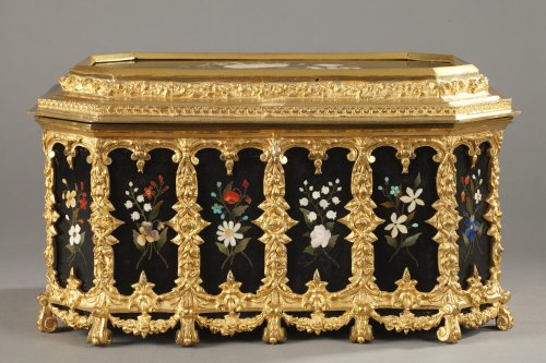 Pietra dura and gilt bronze box. Mid-19th century.  - Objects of Vertu Style Restauration - Charles X