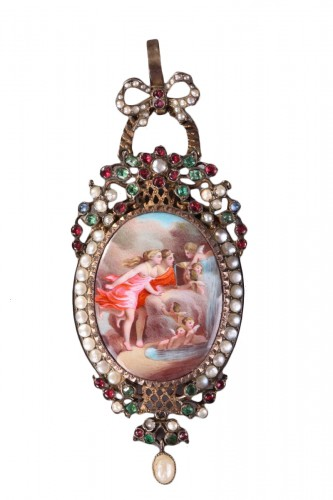 "Silver-gilt pendant featuring ""La fontaine de l'Amour"". Mid 19th century."