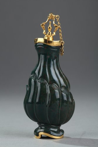 Jasper and Gold Flask 18th Century. English Craftsmanship. - Objects of Vertu Style