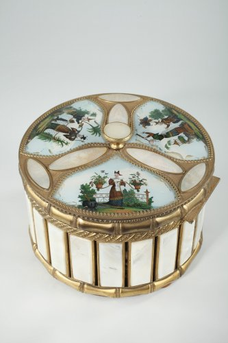 Mother of pearl and bronze perfume box.  Napoleon III period.  - Objects of Vertu Style Napoléon III