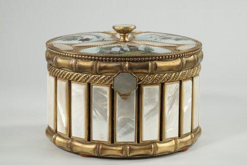 Napoléon III - Mother of pearl and bronze perfume box.  Napoleon III period.