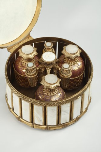 Antiquités - Mother of pearl and bronze perfume box.  Napoleon III period.