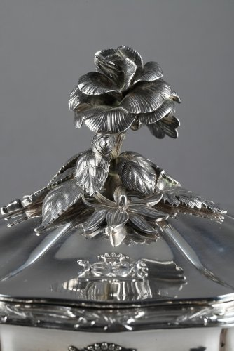 Silver vegetable-dish covered. Paris. 19th.  -