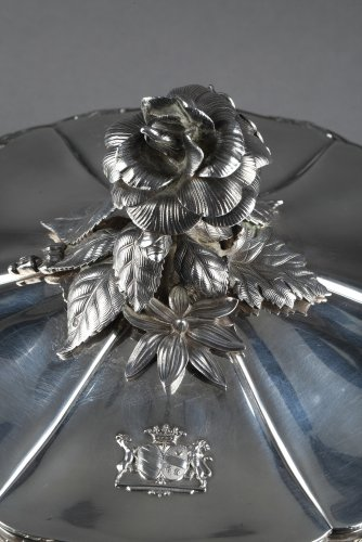 19th century - Silver vegetable-dish covered. Paris. 19th.