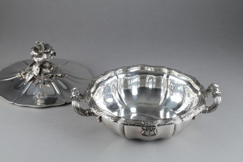 Antiquités - Silver vegetable-dish covered. Paris. 19th.