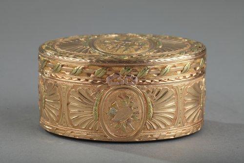 Objects of Vertu  - Gold snuff box Louis XV period
