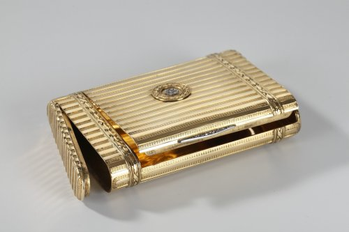 Antique Jewellery  - Gold case with diamonds. Henri Husson, Early 20th century.